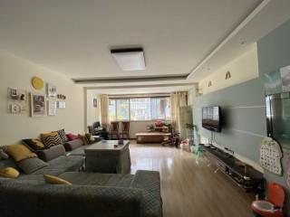 (新区)馨雅苑3室2厅2卫135m²